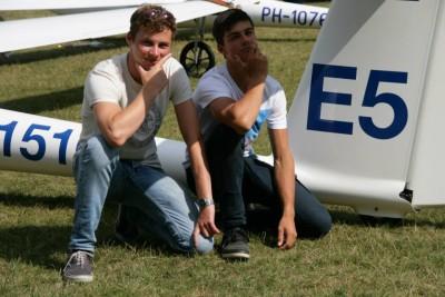 Sjoer (L) samen met assistent Mathijs (R)